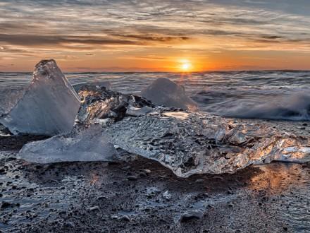 IJsland Winter - Op het strand bij ijsbergenmeer Jökulsárlón | copyright Anne van Houwelingen | FotoTours.nl
