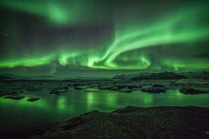 IJsland Winter - Noorderlicht boven Jökulsarlon gletsjermeer - ijsbergenmeer | © Anne van Houwelingen | FotoTours.nl