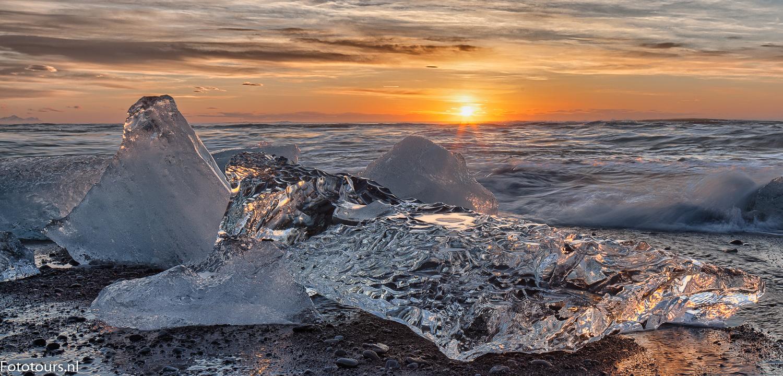 Foto ijs op strand IJsland, copyright Anne van Houwelingen