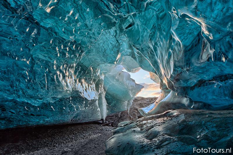 IJsland winter IJsgrot | © Anne van Houwelingen | FotoTours.nl