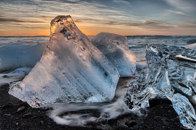 IJsland Winter - ijs op strand bij ijsbergenmeer Jökulsárlón | copyright Anne van Houwelingen | FotoTours.nl